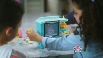Play-Doh Kitchen Creations Rising Cake Oven Playset TV Spot, 'Ding' - Thumbnail 4