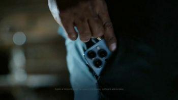 Apple iPhone 13 Pro TV Spot, 'Hollywood en tu bolsillo' canción de Labrinith [Spanish] - Thumbnail 6