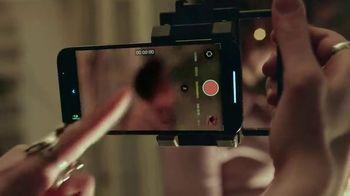 Apple iPhone 13 Pro TV Spot, 'Hollywood en tu bolsillo' canción de Labrinith [Spanish] - Thumbnail 3