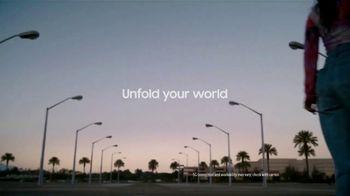Samsung Galaxy Z Flip3 5G TV Spot, 'Parking Lot Dance' - Thumbnail 10