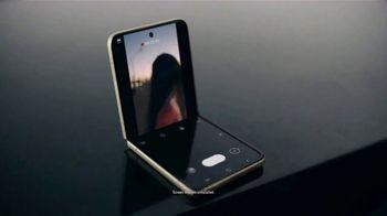 Samsung Galaxy Z Flip3 5G TV Spot, 'Parking Lot Dance' - Thumbnail 3