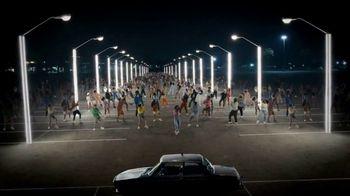 Samsung Galaxy Z Flip3 5G TV Spot, 'Parking Lot Dance' - Thumbnail 5