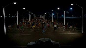 Samsung Galaxy Z Flip3 5G TV Spot, 'Parking Lot Dance' - Thumbnail 6