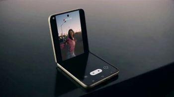 Samsung Galaxy Z Flip3 5G TV Spot, 'Parking Lot Dance' - Thumbnail 8