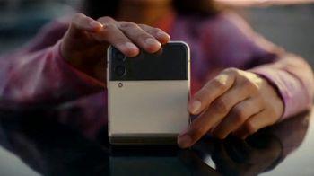 Samsung Galaxy Z Flip3 5G TV Spot, 'Parking Lot Dance' - Thumbnail 9