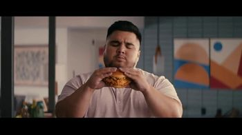 Jack in the Box Cluck Sandwich Combo TV Spot, 'Publicidad tonta' con Oscar Miranda [Spanish] - 5 commercial airings
