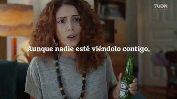 Heineken TV Spot, 'UEFA Champions League: siempre hay alguien viéndolo contigo' [Spanish]