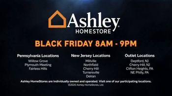 Ashley HomeStore Black Friday Mattress Sale TV Spot, 'Hybrid Queen Mattress' - Thumbnail 6