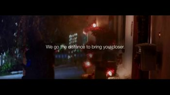 USPS TV Spot, 'Holidays: Home' Song by Leslie Odom, Jr. - Thumbnail 8