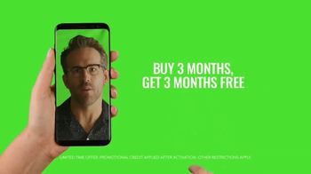 Mint Mobile TV Spot, 'Holidays: Stock Footage' Featuring Ryan Reynolds - Thumbnail 7