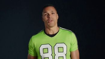 Wonderful Pistachios TV Spot, 'Jumbo-tron' Featuring Tony Gonzalez - Thumbnail 8