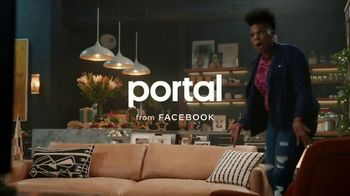 Portal from Facebook TV Spot, 'Portal Holiday: Gifting with Leslie Jones' - Thumbnail 1