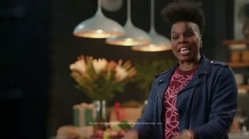 Portal from Facebook TV Spot, 'Portal Holiday: Gifting with Leslie Jones' - Thumbnail 4