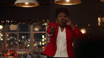 Portal from Facebook TV Spot, 'Portal Holidays: Holiday Happy Hour With Leslie Jones' Song by Dimitri Syde