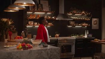 Portal from Facebook TV Spot, 'Portal Holidays: Holiday Happy Hour With Leslie Jones' Song by Dimitri Syde - Thumbnail 6