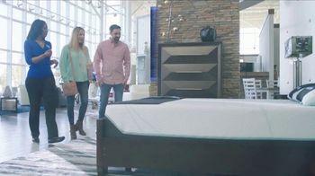 Rooms to Go La Venta por las Fiestas TV Spot, 'Colchón tamaño King' [Spanish] - Thumbnail 3
