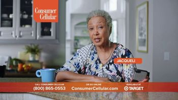 Consumer Cellular TV Spot, 'Folks: Chrissy and Mitch: Holiday $25 Off' - Thumbnail 4