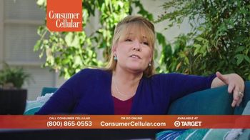 Consumer Cellular TV Spot, 'Folks: Chrissy and Mitch: Holiday $25 Off' - Thumbnail 6