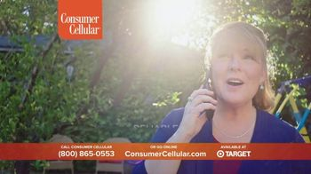 Consumer Cellular TV Spot, 'Folks: Chrissy and Mitch: Holiday $25 Off' - Thumbnail 7