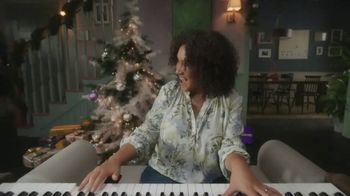 Rakuten TV Spot, 'Holidays: Living Room Ensemble'