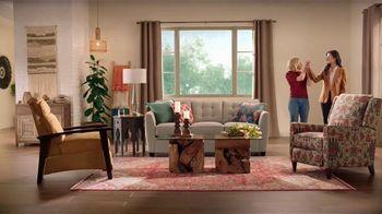 La-Z-Boy Lucky 13 Sale TV Spot, 'Magic: 20% Off Plus an Extra 13%' Featuring Kristen Bell - Thumbnail 6