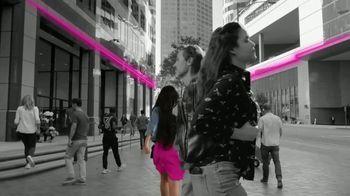 T-Mobile TV Spot, 'iPhone 12 Pro Max y dos líneas: $100 dólares' canción de Surfaces [Spanish] - Thumbnail 8