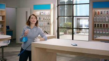 AT&T Wireless 5G TV Spot, 'New Putter' - Thumbnail 2