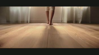 LL Flooring TV Spot, 'Bellawood Distressed Oak Floors: Save Up to $500' Song by Electric Banana - Thumbnail 4