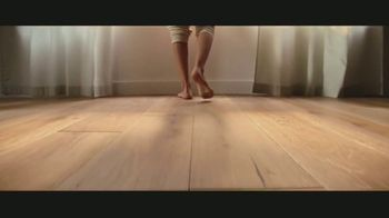LL Flooring TV Spot, 'Bellawood Distressed Oak Floors: Save Up to $500' Song by Electric Banana - Thumbnail 5