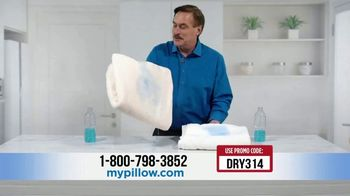 My Pillow Mike's Christmas Special TV Spot, 'Absorption Test' - Thumbnail 4