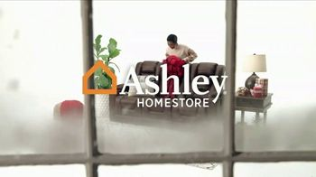 Ashley HomeStore Black Friday TV Spot, 'Sofá y divan' [Spanish] - Thumbnail 1