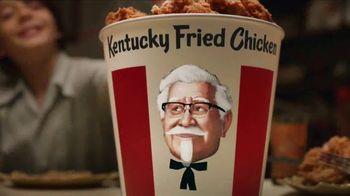 KFC $20 Fill Up TV Spot, 'Cubeta hablando' [Spanish] - Thumbnail 5