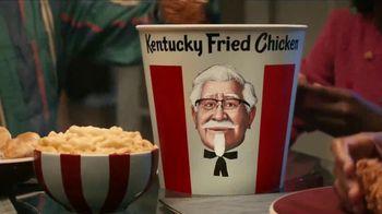 KFC $20 Fill Up TV Spot, 'Cubeta hablando' [Spanish] - Thumbnail 8
