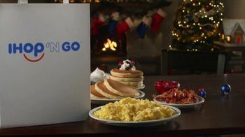 IHOP Holiday Family Feast TV Spot, 'Panqueques de temporada' [Spanish] - Thumbnail 1