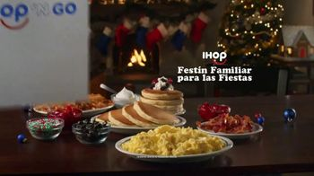 IHOP Holiday Family Feast TV Spot, 'Panqueques de temporada' [Spanish] - Thumbnail 2