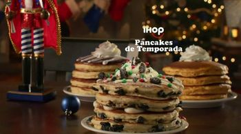 IHOP Holiday Family Feast TV Spot, 'Panqueques de temporada' [Spanish] - Thumbnail 4