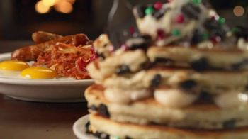 IHOP Holiday Family Feast TV Spot, 'Panqueques de temporada' [Spanish] - Thumbnail 7
