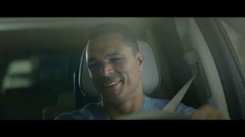 GMC Yukon TV Spot, 'FOX: Thursday Night Football' Featuring Tony Gonzalez [T1] - Thumbnail 2