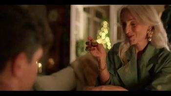 Ferrero Rocher TV Spot, 'Holidays: Golden Transformation' - Thumbnail 3