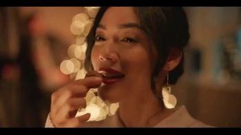 Ferrero Rocher TV Spot, 'Holidays: Golden Transformation' - Thumbnail 6