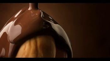Ferrero Rocher TV Spot, 'Holidays: Golden Transformation' - Thumbnail 7