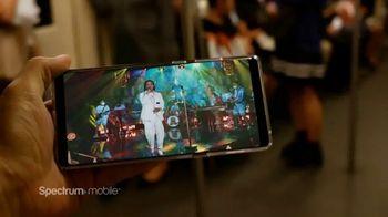 Spectrum Mobile TV Spot, 'Transmisión de música' canción de Ozuna, Doja Cat, Sia [Spanish] - Thumbnail 3