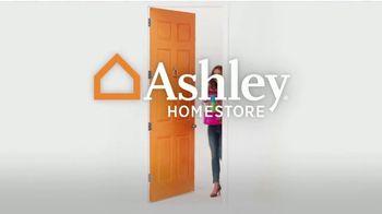 Ashley HomeStore Black Friday Sale TV Spot, '40% Off Hot Buys' - Thumbnail 9