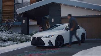 Lexus December to Remember Sales Event TV Spot, 'Driveway Moments: Peace and Joy' [T1] - Thumbnail 5