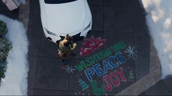 Lexus December to Remember Sales Event TV Spot, 'Driveway Moments: Peace and Joy' [T1] - Thumbnail 7