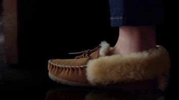 L.L. Bean Wicked Good Slippers TV Spot, 'Holidays: Made for This' Song by Cheryl Lynn - Thumbnail 7
