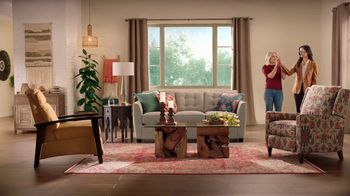 La-Z-Boy Black Friday Sale TV Spot, 'Magic: No Interest' Featuring Kristen Bell - Thumbnail 5