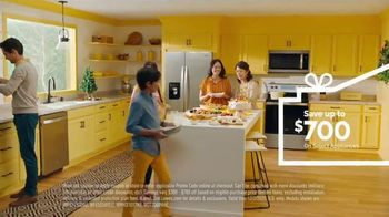Lowe's TV Spot, 'Home for the Holidays: Whirlpool Appliances: $700' - Thumbnail 8