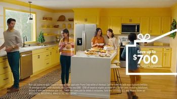 Lowe's TV Spot, 'Home for the Holidays: Whirlpool Appliances: $700' - Thumbnail 9