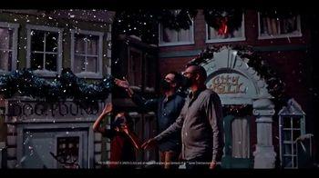 Gaylord Hotels TV Spot, 'I Love Christmas Movies' - Thumbnail 9